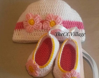 White crochet baby girl shoes and hat set, Crochet Baby Shoes and hat with pink flowers