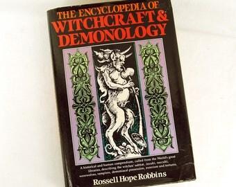 Vintage 1981 The Encyclopedia of Witchcraft & Demonology Rossell Hope Robbins Hardback Book Halloween