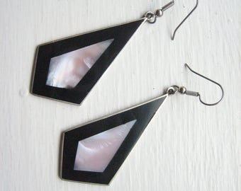 Vintage inlay earrings, pink mother of pearl, MOP earrings, black enamel earrings, Mexican inlay, Mexico shell