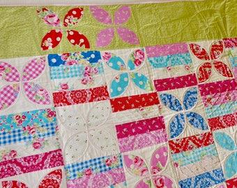 Toddler flower quilt, modern quilt, girl's patchwork quilt, bright flower quilt, single bed flower quilt, pink blue red green bed quilt