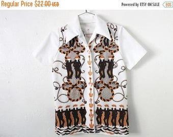ON SALE Women's MEDIUM Vintage 1970s Texturized Polyester Button Short Sleeve Shirt