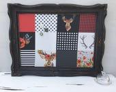 Babillard aimanté recouvert tissu carreaux noir blanc rouge organisation mémo photos décor mural tableau d'affichage bureau cerfs fleur bois