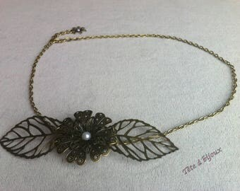 Vintage white flower with leaves and semi-perles head jewel headband