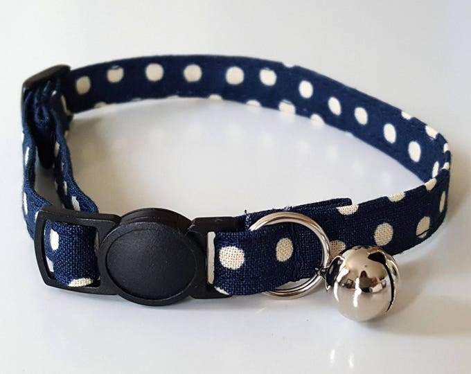 Country navy spotty collar with breakaway safety clasp