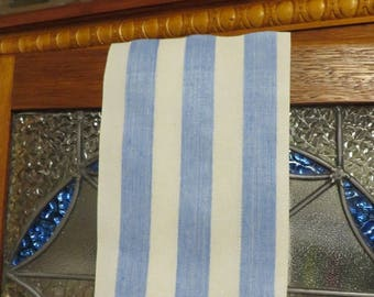 TOWEL Vintage Embossed Print in BLUE and WHITE  //  Vintage Linens  //  Country Cottage Decor  //  Open stitch Hem Both Ends