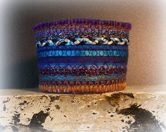 textile jewelry / ethnic bracelet/cuff/lace, lurex and embroidery on felt