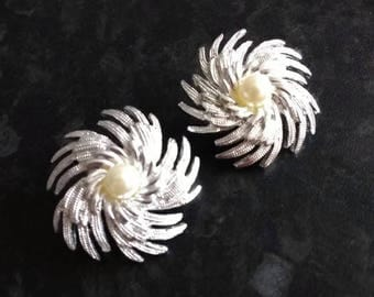 Sarah Coventry Pinwheel faux pearl Clip on Earrings