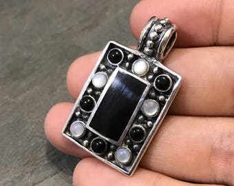 vintage handmade sterling silver pendant, Mexico 925 silver with rectangular shaped black onyx, stamped 925