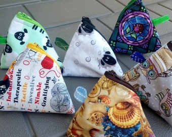 Itty Bitty Notion Pod, Triangle / Pyramid Pouch, Coin Purse, Tea Wallet, Notions, Accessory Bag, Padded Fabric Pouch Key Ring