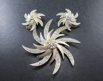 Vintage Sarah Coventry Rhinestone Gold Tn Pinwheel Jewelry Set Brooch / Pin & Earrings Signed Sarah Cov Pat Pend 1960's