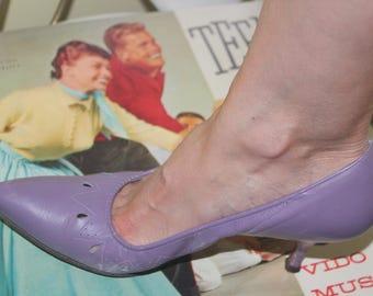 1950s 60s Size 7 1/2 Lavender Lilac Purple Leather Eaton's Heels Pumps Shoes