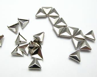 X 10 triangle charm 15mm rivet studs
