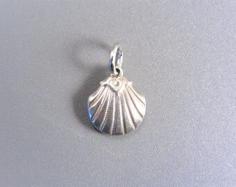 Vintage Sterling Clam Shell Charm