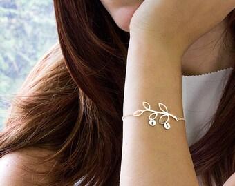 Mothers bracelet, Personalized bracelet for mom Family bracelet Silver Initial charm bracelet Family tree jewelry Gift for mom grandma gift