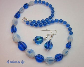 Set necklace and earrings vintage blue and white glass beads
