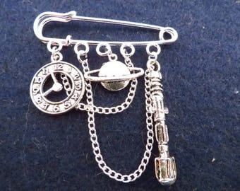 Doctor Who Time Lord kilt pin brooch (50 mm).