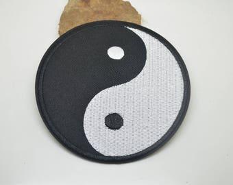 fusible badge 9.5 cm fusible ying yang yin or sewing