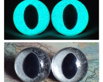 21mm Glow In The Dark Cat Eyes, Smoky Silver Glitter Safety Eyes With Aqua Glow, 1 Pair of Plastic Safety Eyes