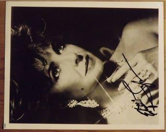 Elizabeth Taylor       B&W   Signed Photograph    8X10
