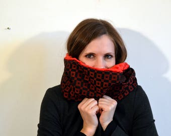 red and black snood 71