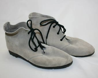 Andre Assous Suede Lace Up Ankle Boots Made in Spain Size 7.5 7-1/2 Women's Shoes