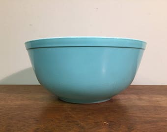 Pyrex Turquoise Mixing Bowl #403, 2.5 qt.