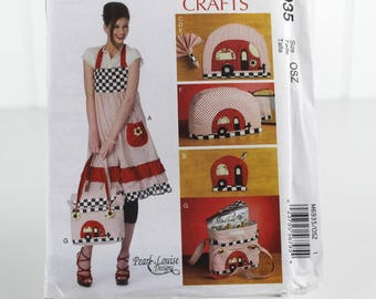 Camper Apron, Toaster Cover, Wine Bag, Placemat and Potholder, Uncut Sewing Pattern, McCalls M6935, Sizes One Size