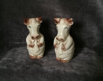 Vintage cow salt and pepper shakers