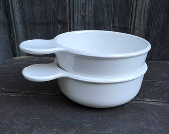 Corning grab it bowls with two lids one plastic one glass