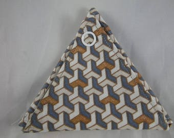 Monnaie04 - Grey, beige and gold geometric triangle coin purse