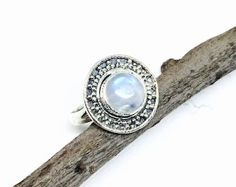 10% Rainbow moonstone ring set in Sterling silver 925. Size -6. Natural authentic rainbow moonstone .