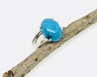 10% Turquoise ring set in sterling silver 925. Genuine natural turquoise stone . Ring Size -7 1/2.