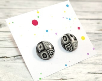 Black and white patterned stud earring