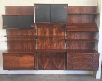 Danish Modern Rosewood Wall Unit (Q7S7BT)