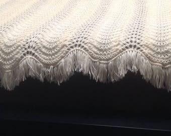Hand crocheted whíte Blanket, Crocheted White afghan, Crocheted White Throw, vintage Fringed Afghan,