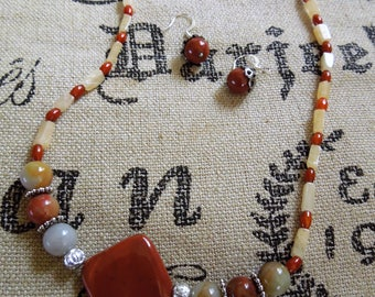 Necklace olive new jade serpentine with red jasper beads.