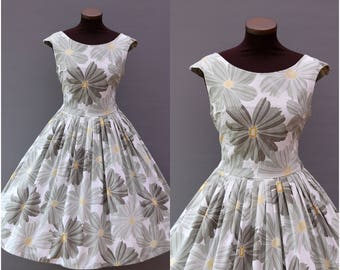 1950s Pale Green and Gray Floral Print Full Skirt Cotton Dress