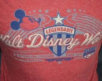 Vintage Walt Disney World Exclusive Graphic T-Shirt (Size: L)