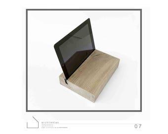T H 2 Solid Oak Tablet Holder