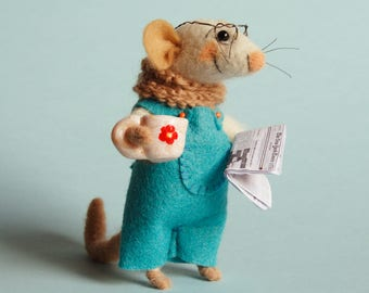 Needle felted Mouse with newspaper and coffee cup. Dollhouse mouse. Felt mice. Tiny newspaper. Gift. Ornament. Felting dreams. Library mouse