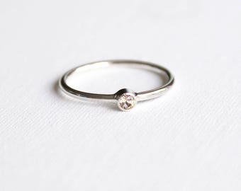 handmade engagement ring: 3 mm modish Topaz, 925 Silver