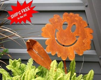 Metal Waving Smiley Face Flowers, Smiley Face, Rusty Flowers, Smiling Flower, Metal Garden Stake, Outdoor Flower Art, Yard Stake Flower
