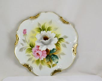 Decorative Floral Plate Roses White Pink - Gold Trim -  Ready to Hang On Wall - Charming Shabby Cottage Decor - Vintage Hand Painted Flowers