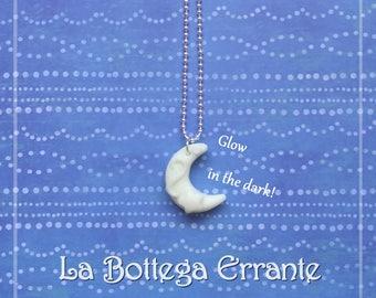 Moon Glow in the dark phosphorescent 月 Moon pendant necklace