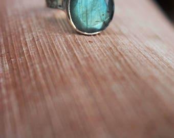 Teardrop Labradorite Ring set in Hammered Sterling Silver Band - Size 8 US - Labradorite Jewellery - Gemstone Ring