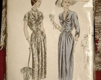 Rare 1940s Vogue Dress Pattern 6734 Size 14 Bust 32