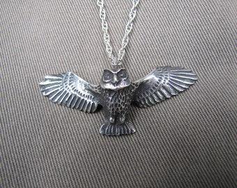 Flying owl pendant necklace