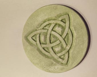 Classic Celtic Knot Wall Hanging in English Moss Finish