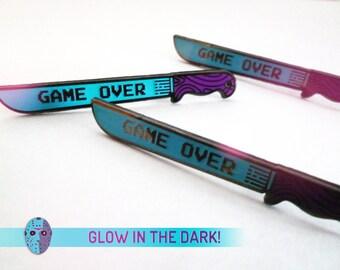 GAME OVER - Friday the 13th NES 8-Bit glow in the dark / hard enamel / large machete horror pin badge