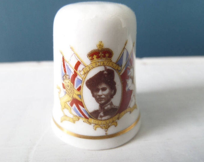 """Porcelain Thimble, Coronation 2nd June 1953, Queen Elizabeth II, Excellent Condition, Fine Bone China, Made in England 1"""" x 0.75"""""""